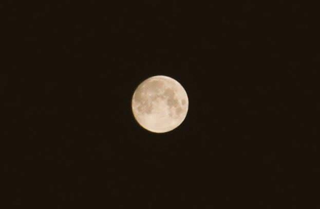 本日6月17日の満月は「ストロベリームーン」! 恋を叶えてくれる月とも言われています