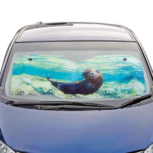 アシカが車内を目隠しつつお留守番♪ アシカの水中写真を使ったサンシェードが涼しげで癒されます