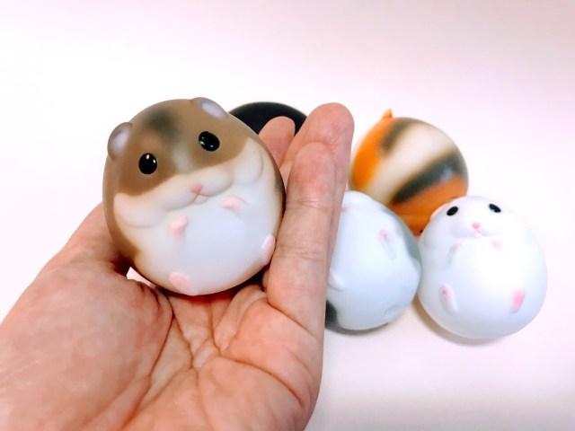 まるい、まるすぎる…!!「ほぼ球体」なハムスターのカプセルトイが誕生! 柔らかくて持ってるだけで癒やされるよ〜
