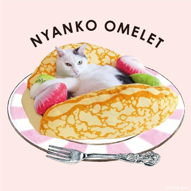 クレープ生地に包まれる愛猫の可愛さに悶絶! 美味しそうなクレープオムレットの形の猫用ベッドがキュートの極みです