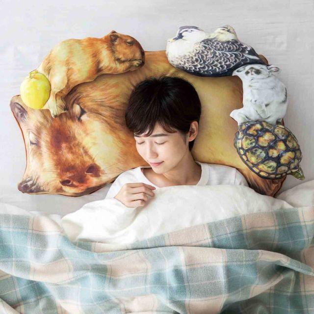 これで一人寝も寂しくない! カピバラ&小動物に囲まれて眠れる枕カバーがフェリシモに登場
