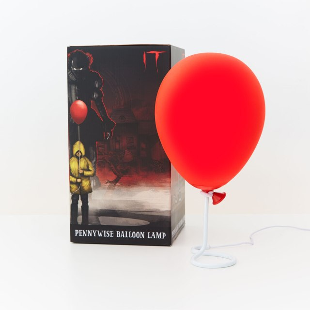 映画『IT』の殺人ピエロ・ペニーワイズが持ってた赤い風船がライトに! 灯せばお部屋が一気にホラー空間になっちゃうよ