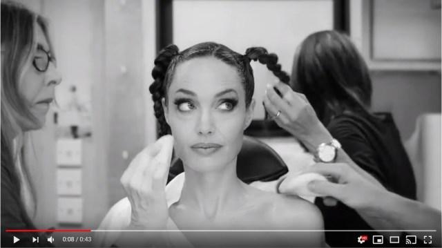 「アンジェリーナ・ジョリーがマレフィセントになるまで」動画が公開されてるよ~! ハロウィンの仮装のヒントにもなりそうです