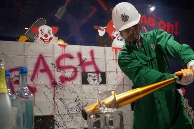 「物をぶっ壊しまくる」快感!! ハンマーやバットでいろいろ破壊しまくれるアミューズメント施設「クラッシュボックス」西日本に登場です