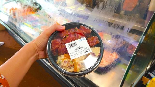 コンビニなのに、自分好みの海鮮丼をテイクアウトできる! ハワイ「ポキ丼」文化に感動した話