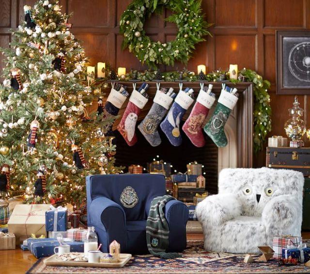 『ハリー・ポッター』のクリスマスアイテムにうっとり…♡ 名入れできる寮の紋章入り靴下にハリーやロンのオーナメントも!