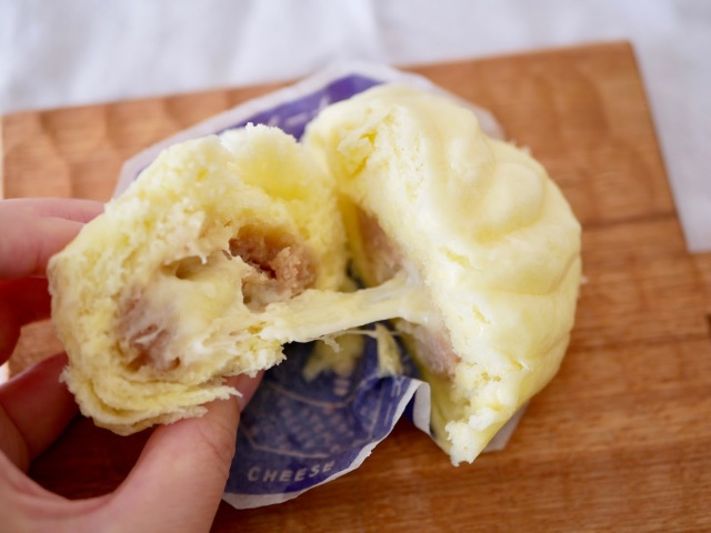 君はファミマの「チーズ肉まん」の罪深さを知っているか!? ゴロゴロお肉と4種のチーズの贅沢感がすごいんです