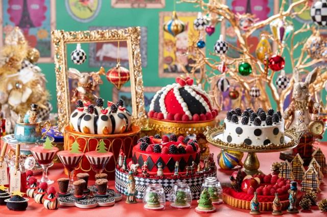 アリスとクリスマス・オーナメントたちがお茶会を開催!? ヒルトン東京のデザートビュッフェがカラフルで遊びゴコロいっぱい