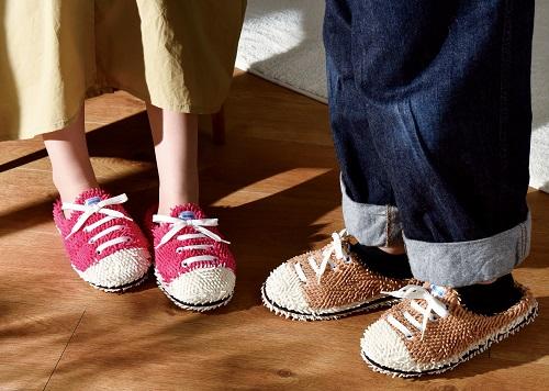 このスニーカー型モップスリッパ、なんてデキる子なの…! カジュアル可愛いのに歩くだけでお掃除もしてくれます
