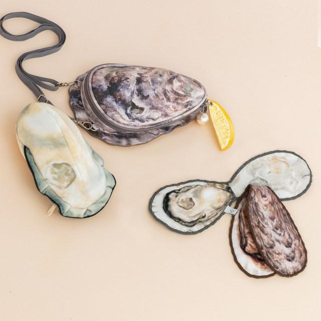 【なんでやねん】フェリシモとJR西日本がコラボして超リアルな牡蠣ポシェット爆誕!レモンまでついて美味しそうな仕上がりに…