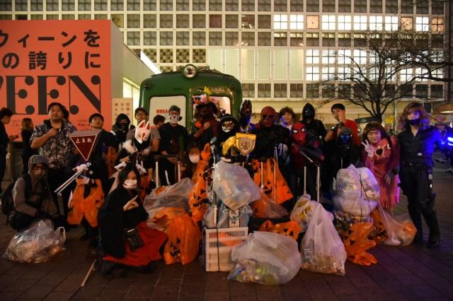 渋谷ハロウィン後に「早朝清掃」してくれるヒーロー求む! 仮装姿でゴミ拾いを続ける団体「NEXUS FOREVER」に話をきいてみた