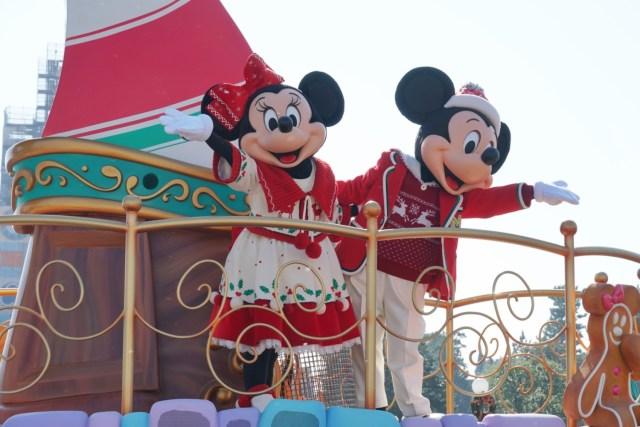 ディズニーランドのクリスマス限定パレードはきらめく雪がロマンティック! 楽しく見るコツを伝授するよ