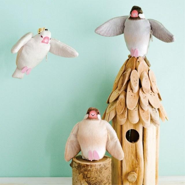 羽をバッサー!と広げる「文鳥キーリールホルダー」にキュン♡ お腹の中にカギをしまって守ってくれます
