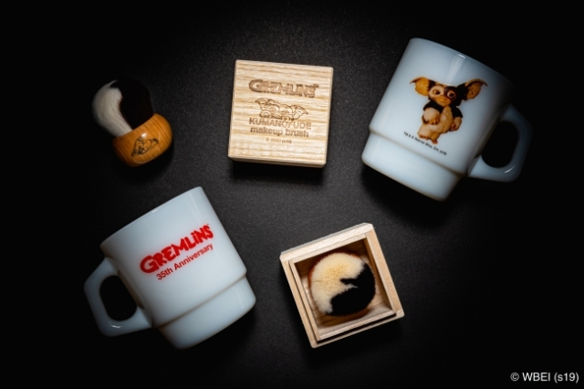 映画『グレムリン』公開35周年の記念グッズがかわいい♪ マグカップとギズモの毛玉をイメージした熊野筆のブラシです