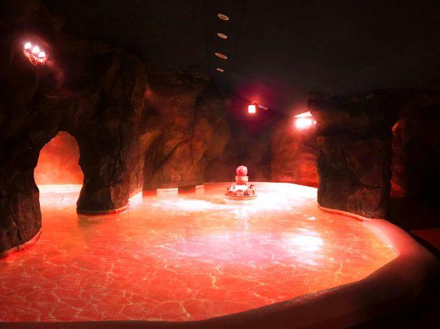 エヴァとのコラボで箱根ユネッサンに「セカンドインパクトの湯」が誕生!? 真っ赤に染まったお湯が終末世界そのものです
