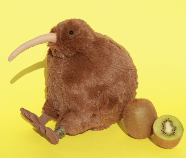 フェリシモと天王寺動物園がコラボした飛べない鳥「キーウィ」のぬいぐるみがかわいい! キウイみたいにまあるいよ!