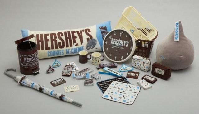 niko and …がチョコレートの「HERSHEY'S」とコラボ! キスチョコのクッションなどかわいいもので溢れているよ