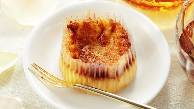 【本日発売】100円でバスクチーズケーキが食べられる! ローソンストア100の新商品「ばすCHEESE」が超気になりますっ