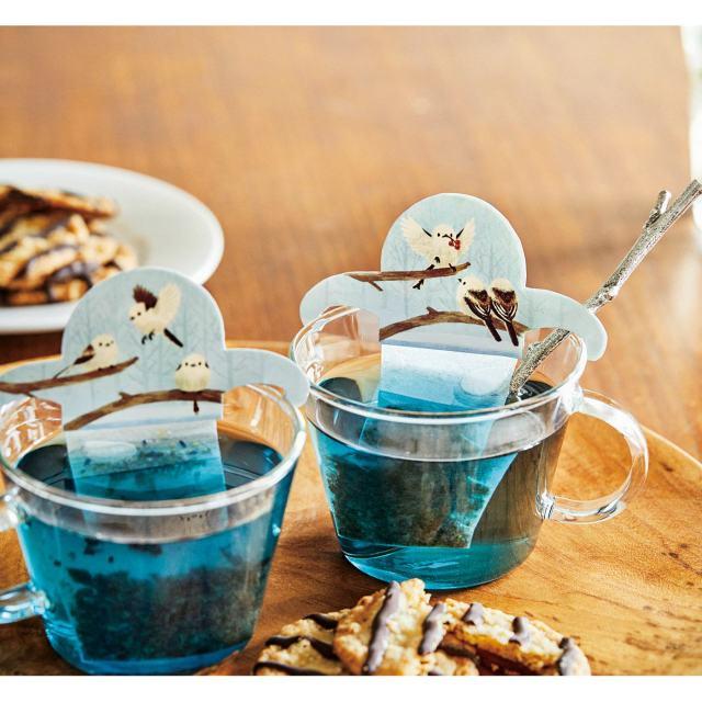 北海道美瑛町の「青い池」に集まるシマエナガをティーバッグで再現! 青いブレンドティーで幻想的なひとときを楽しんで