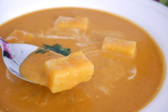 【簡単レシピ】切り餅をスープに入れるだけで「ニョッキ」になる! 本物のニョッキより美味しいかも…!