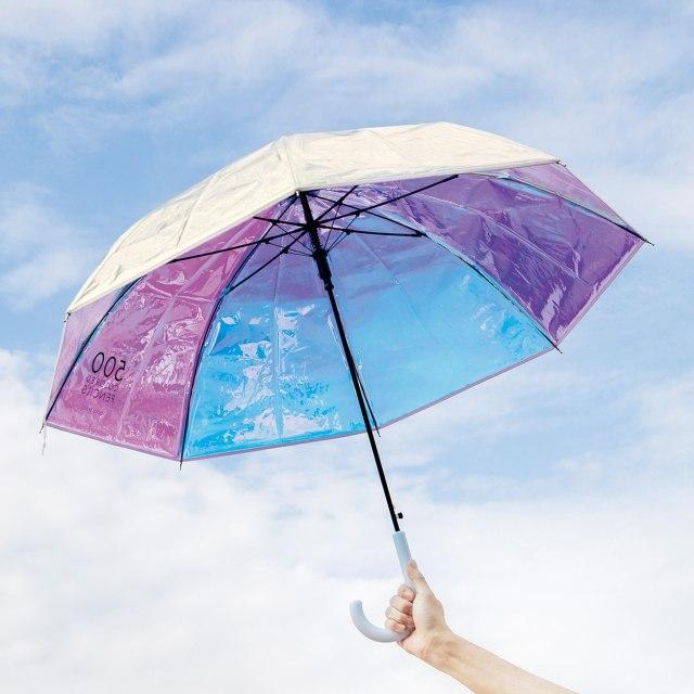 500色の色えんぴつプランナーが発案した「オーロラみたいな傘」が美しい! 雨の日を楽しくハッピーに過ごせそうです♪