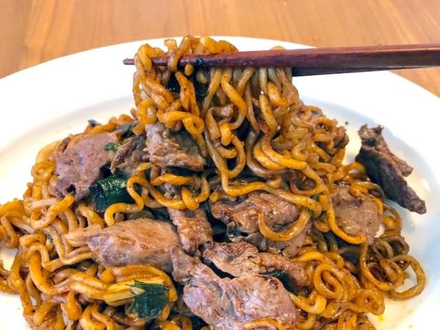 映画『パラサイト』に登場する韓国麺「チャパグリ」を作ってみた! 高級牛肉で作ると背徳感と中毒性がハンパないよ