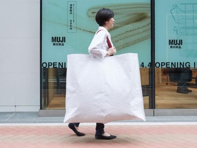 無印良品がプラスチック製ショッピングバッグ廃止を発表! 2020年6月までに紙製のショッピングバッグのみに
