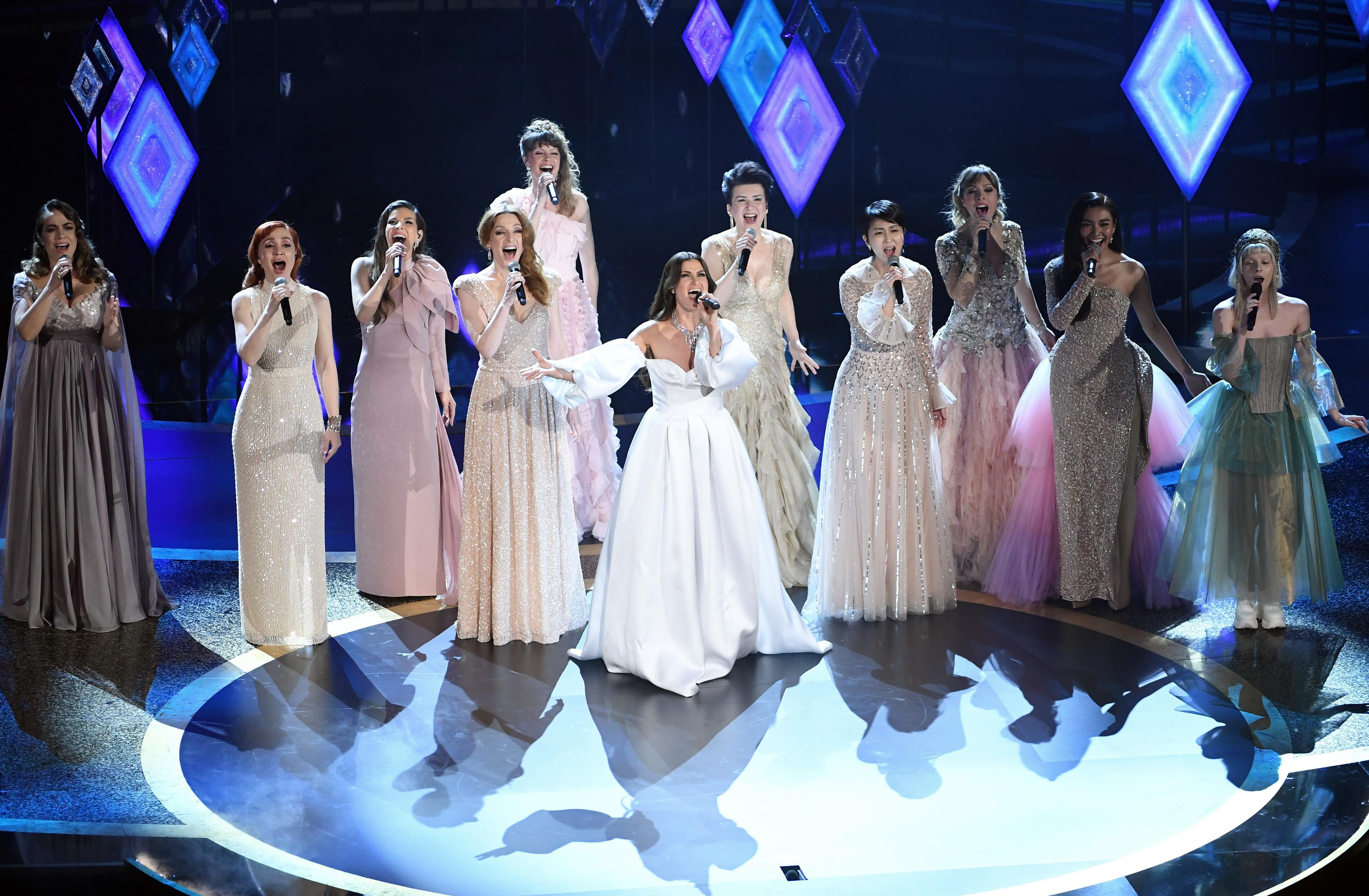 歌手 アナと雪の女王