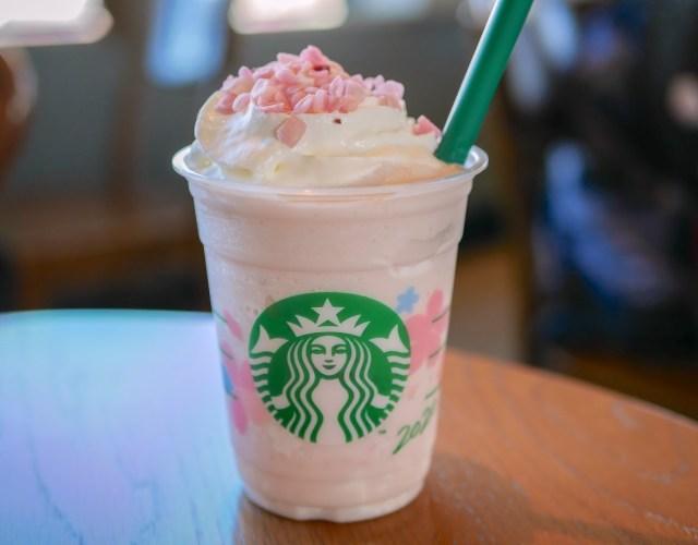 【スタバ新作】「さくら ミルクプリン フラペチーノ」はお花見気分のフラペ! さくら風味のミルクプリンでデザート感が味わえるよ