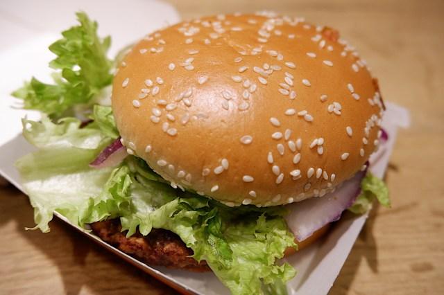 海外マクドナルド限定「ヴィーガンバーガー」を注文してみたらボリューム満点でびっくり! そして肝心の味は……