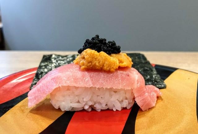 かっぱ寿司がキャビア・うに・大トロが乗った超豪華なお寿司を300円で発売! 「三段つかみ寿司」を本音レビューするよ