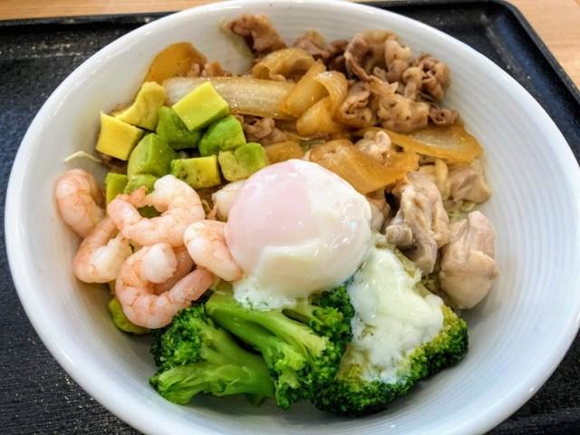 吉野家の「ライザップ牛サラダエビアボガド」を食べてみた! この満足感で低糖質・低カロリーはスゴい!!