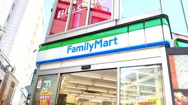 ファミマが人気食品の「期間限定値下げ」を実施! おむすびとファミチキが税込み100円で食べられるよ~!