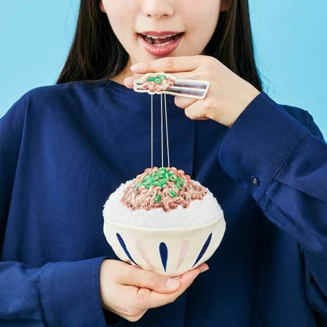 改札を通るたびにネバ~ッ!! リアルな納豆デザインのパスケースが糸引くかわいさ