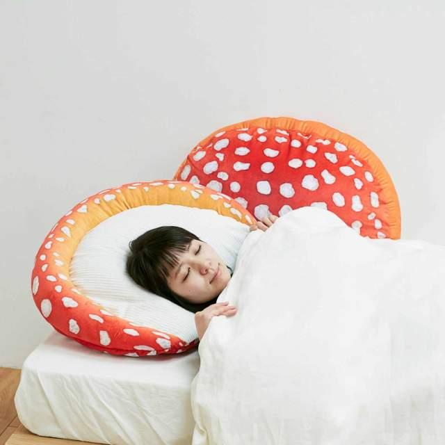 毒きのこ「ベニテングタケ」の枕カバーがものすごいインパクト…一体どんな夢が見られるのかな!?
