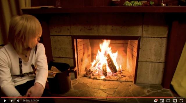 ゴールデンボンバー鬼龍院翔の「暖炉動画」が超癒やされる…たまに木を焼べますが鬼龍院翔さんはひと言も発しません