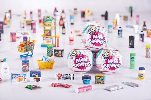 さまざまなブランド商品のミニチュアが詰まった「ミニ・ブランズ」が画期的? 海外で大ヒット中のおもちゃだよ