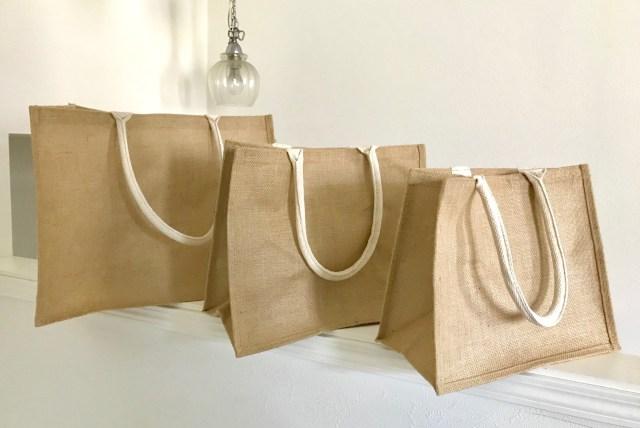 即完売する無印良品「ジュートマイバッグ」が人気の理由とは? 3サイズ購入して調べてみたよ