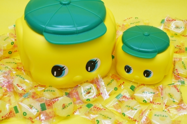 フエキのりの容器を開けると…中にはパインアメが!! 大阪名物のユニークなコラボ商品が登場したよ