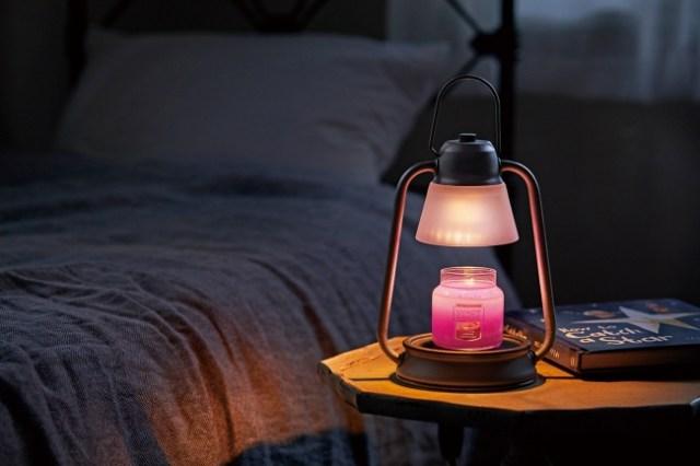 火を使わずにアロマキャンドルの香りが楽しめる! 「温めて溶かす」キャンドルウォーマーが安心&安全で素敵