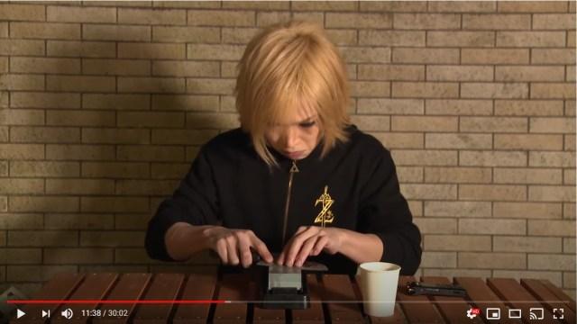 鬼龍院翔が「包丁を30分間研ぎ続ける動画」を公開! またまたひと言もしゃべってません