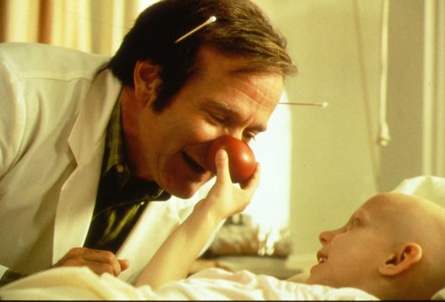 【名作医療映画シリーズ】実在の医師をモデルにした『パッチ・アダムス』/ 笑顔が人々を救う「笑いの療法」が胸を打つ名作です