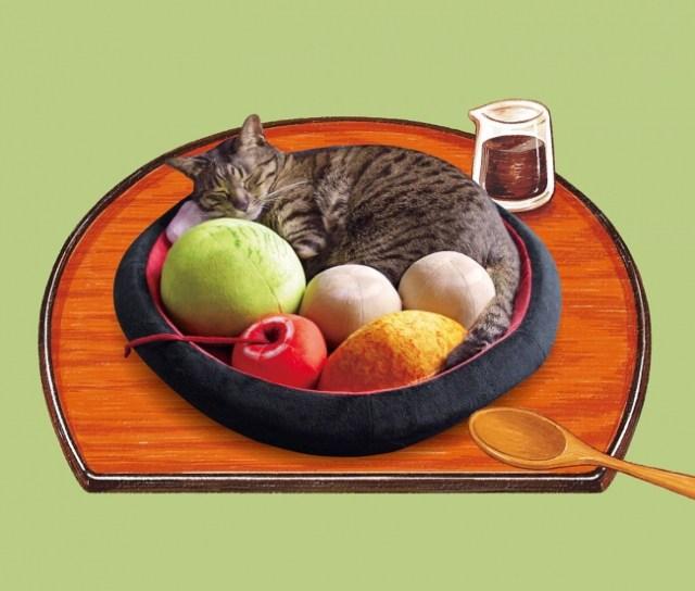 猫さまが「あんみつの具」になっちゃった!? 白玉やアイスが詰まった「あんみつにゃんこクッション」がかわいすぎ〜!!