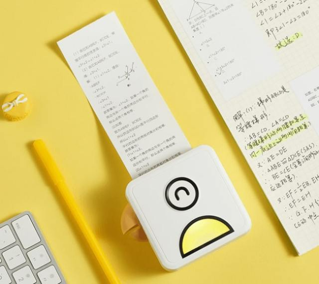 手のひらサイズのポケットプリンターが便利そう! スマホやPCの画面をその場で印刷できちゃうよ