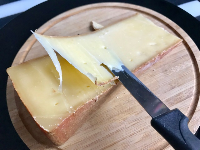 【天国か】ひとりでも楽しめるミニラクレットチーズでとろ〜りパーティしてみた! テフロンのフライパンがあればOKです