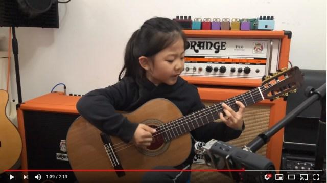 6才のギター少女の歌声に世界中の大人が癒やされた…中国のギター弾き語り少女Miumiuちゃん