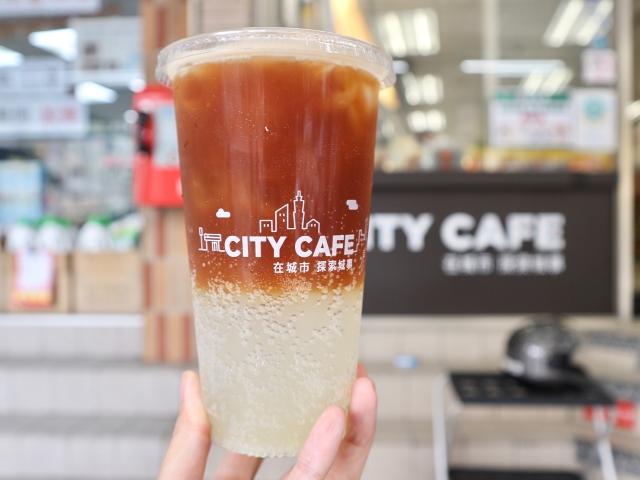 日本のセブンコーヒーと台湾はメニューが違う!? 夏限定「特大シチリア風レモン炭酸コーヒー」を飲んでみた