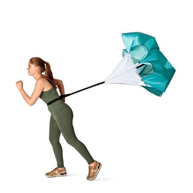 ただ走るだけではつまらない!フライング タイガー コペンハーゲンの「ランニングパラシュート」で風もいっしょに感じよう
