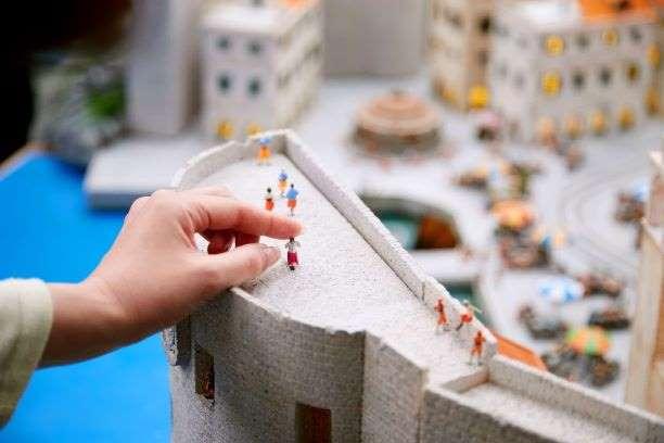 セーラームーンの世界の住人になれる!? 自分のフィギュアを1年間設置できる屋内型ミニチュアパーク「SMALL WORLDS TOKYO」