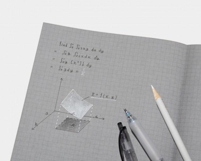 コクヨの新商品「白と黒で書くノート」が画期的! 灰色の紙に白と黒で書くことで文字が際立つよ~!